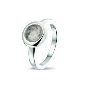 Zilveren ring rond