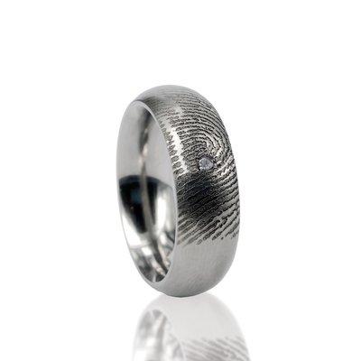 RVS ring met vingerafdruk en pave zetting met steen.