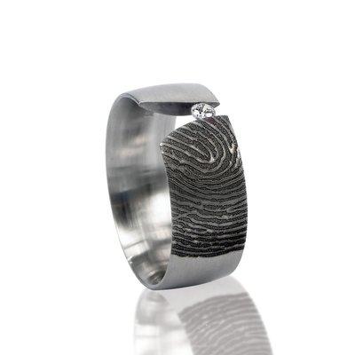 RVS Vingerafdruk ring met klemzetting met steen (2.3mm)