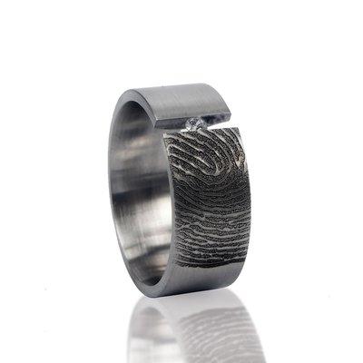 RVS Vingerafdruk ring met klemzetting met steen (2.3mm).