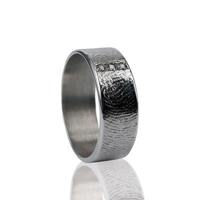 Zilveren ring met vingerafdruk en 3 pave gezette stenen