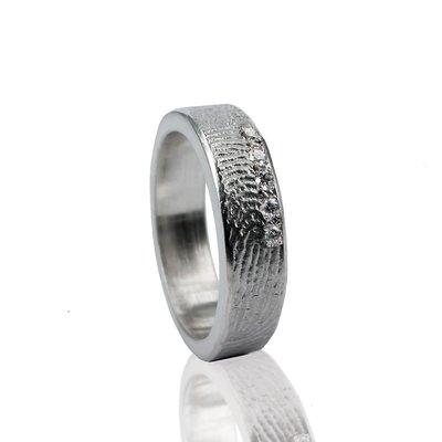 Zilveren ring met vingerafdruk en 5 stenen