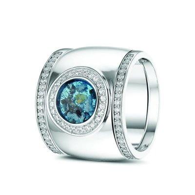 14 Krt wit gouden ring gezet met diamant. Plus wit gouden aanschuifringen gezet met diamant.
