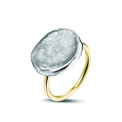 14 krt geel gouden ring met zilveren vingerafdruk.