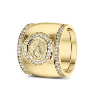 14 Krt geel gouden ring met vingerafdruk, gezet met diamant. Plus geel gouden aanschuifringen gezet met diamant.