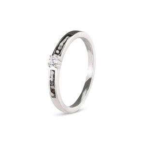 As-ring met zirkonia of diamant.
