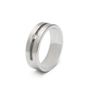 Stalen ring met zirkonia. Breedte: 6mm